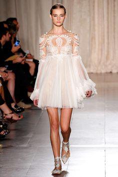 Tendencias 2013 vestidos blanco para el verano - Marchesa | Galería de fotos 25 de 53 | Vogue México