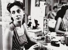 Έλλη Λαμπέτη (1926 – 1983): Κορυφαία ηθοποιός του θεάτρου και του κινηματογράφου. Γεννήθηκε στις 13 Απριλίου του 1926 στα Βίλια Αττικής. Το πραγματικό της όνομα ήταν Έλλη Λούκου...