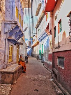 The beautiful streets of the Blue City in Jodhpur, Rajasthan. Check out this travel guide for the best things to do in Jodhpur.