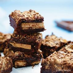 Kit Kat Brownies is part of Dessert recipes We added some Kit Kats and took brownies to a whole new level - Brownie Recipes, Chocolate Recipes, Cookie Recipes, Dessert Recipes, Brownie Ideas, Delicious Chocolate, Kit Kat Recipes, Tray Bake Recipes, Brownie Desserts