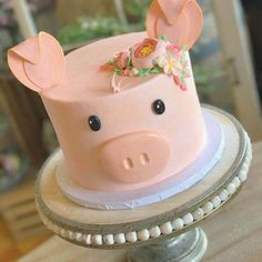 50 Most Beautiful looking Pig Cake Design that you can make or get it made on the coming birthday. Cupcake Cakes, Owl Cakes, Fruit Cakes, Piggy Cake, Simple Cake Designs, Cute Cakes, Yummy Cakes, Pig Cookies, Pig Birthday Cakes