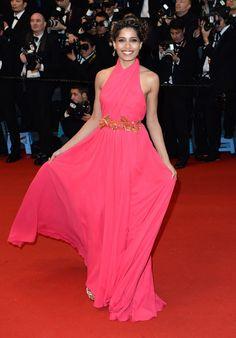 Cannes : le tapis rouge de Gatsby le Magnifique L'actrice et égérie l'Oréal, Freida Pinto, en Gucci.