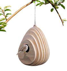 matériaux: contreplaqué, huile naturelle couleurs: bois naturel Tuyau d'oiseau en forme organique, il va se fondre en douceur avec le détour naturel. Maison d'oiseau fabriqué à partir de contreplaqué de bouleau, il a un trou de 50mm pour les oiseaux d'entrer. La forme permet à l'eau