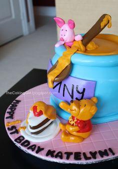 Cute pooh cake