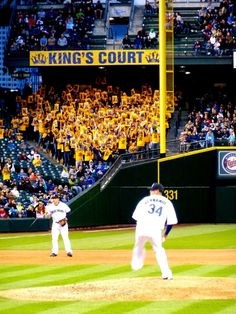 King Felix with his court cheering him on!