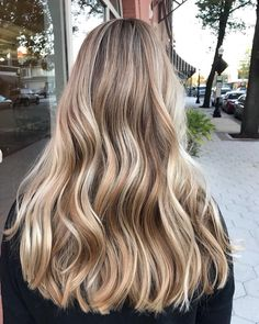 Women Hairstyles For Round Faces .Women Hairstyles For Round Faces Blonde Hair Looks, Brown Blonde Hair, Caramel Blonde Hair, Hair Day, New Hair, Hair Color Guide, Hair Colour, Hair Highlights, Golden Highlights