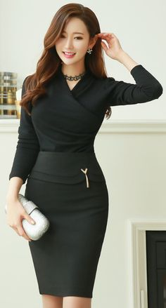 StyleOnme_Gold Tassel Decoration Pencil Skirt #allblack #pencilskirt #elegant #feminine #classy #koreanfashion #kstyle #formal #seoul #kfashion #skirt