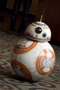 From 'Star Wars: The Force Awakens' Rebuilt By Canadian Hobbyist Star Wars Bb8, Star Wars Cake, Star Wars Droids, Star Wars Film, Star Wars Fan Art, Star Wars Party, Star Trek, Star Wars Wallpaper, Apple Wallpaper