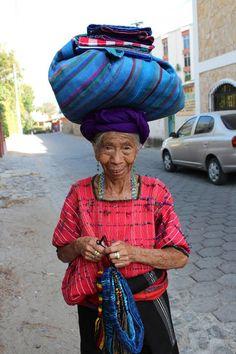 Señora de Panajachel, Guatemala...que cara más dulce tiene