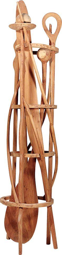 Paulo Laender - TORRE PARA GIACOMMETTI I - escultura em madeira ( cedro ) - data  2000 - dim diam 90 x 2270 cms