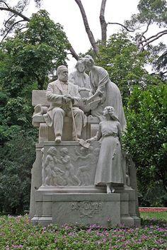 Estatua de Ramón de Campoamor. Parque del Retiro, Madrid, España.