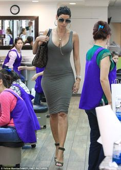 Nicole Murphy - Hot mama: She showed off her amazing frame in a figure-hugging green dress, paired with matching ankle strap heels Nicole Murphy, Tight Dresses, Sexy Dresses, Nova Dresses, Short Dresses, Tall Women, Sexy Women, Halle Berry Style, Hally Berry