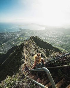 Haiku stairs (stairway to heaven), hawaii ( voyage vacances, Places To Travel, Places To See, Travel Destinations, Voyage Hawaii, Destination Voyage, Travel Goals, Travel Tips, Travel Videos, Travel Hacks