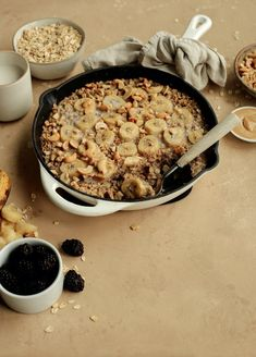This Banana-Cashew Baked Oatmeal Will Make You A Believer in Breakfast Prepping - Camille Styles Banana Oatmeal Recipe, Baked Banana, Baked Oatmeal, Real Food Recipes, Easy Recipes, Easy Meals, Yummy Food, Healthy Vegetarian Breakfast, Healthy Cooking