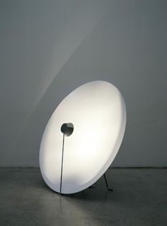 """Parabola"" floor lamp with round base 