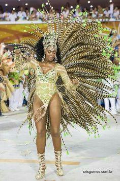 Cris Vianna samba dancing in platforms  Rio 2013  Raina da bateria of Imperatriz School
