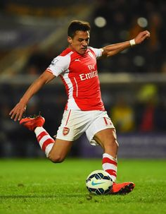 Alexis Sanchez Alexis Sanchez, Good Soccer Players, Athletic Men, Sport Man, Arsenal, Balls, Athlete, Chelsea, Football