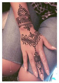 Henna Hand Tattoo tattoo old school tattoo arm tattoo tattoo tattoos tattoo antebrazo arm sleeve tattoo Henna Tattoo Hand, Henna Tattoos, Henna Tattoo Muster, Henna Inspired Tattoos, Mandala Tattoo, Arm Tattoo, Pretty Henna Designs, Mehndi Designs For Hands, Henna Tattoo Designs