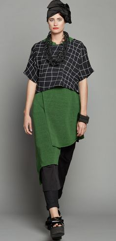 CROP TOP BLACK GRID 1904.3190