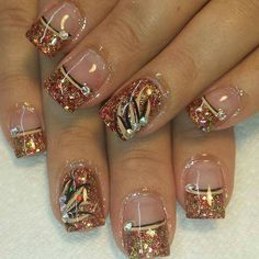 Gold nails stands out and is usually used for showing glittery and elegant things in life. Fingernail Designs, Diy Nail Designs, Acrylic Nail Designs, Fancy Nails, Gold Nails, Pretty Nails, Thanksgiving Nails, Thanksgiving Nail Designs, Fall Nail Art