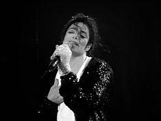 """""""Somos fãs de Michael Jackson, o Rei do Pop e o maior astro que já existiu. Dedicamos-lhe este Blog à expressão do nosso amor e em nome de todas as fãs que o amam. Ao cantor e sua música, ao d..."""