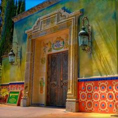 Fonda San Miguel restaurant in Austin, Texas - Bold color trends in home decor
