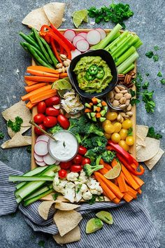 Veggie Platter - How To Make A Healthy Vegetable Platter 4 Ways Snack Platter, Party Food Platters, Veggie Platters, Veggie Tray, Veggie Food, Platter Board, Charcuterie Recipes, Charcuterie And Cheese Board, Charcuterie Platter
