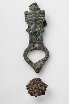 Buckle Bronze The buckle is shaped as an man's head.   Grave find, Barshalder, Grötlingbo, Gotland, Sweden. SHM 32181:12