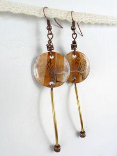"""Boucles d'oreilles créateur inscription à main levée """"Animal Sauvage"""" - entièrement fait main - métal cuivre et couleur or : Boucles d'oreille par l-oiseau-seraphine"""