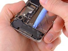 9. Brug et plaståbningsværktøj til at løfte højttalerkabinettet ud af coveret, og sørg for ikke at beskadige EMI-fingrene på Wi-Fi-antennen.