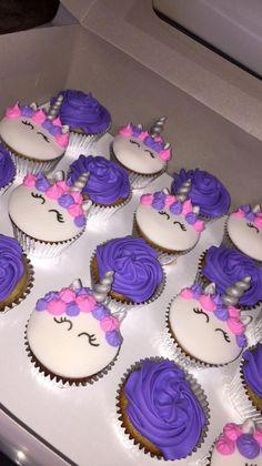 trendy ideas for cupcakes unicornio morado Unicorn Themed Birthday Party, Birthday Cake Girls, Cupcake Ideas Birthday, 5th Birthday, Cupcake Party, Birthday Decorations, Unicorne Cake, Cupcake Cakes, Unicorn Cupcakes