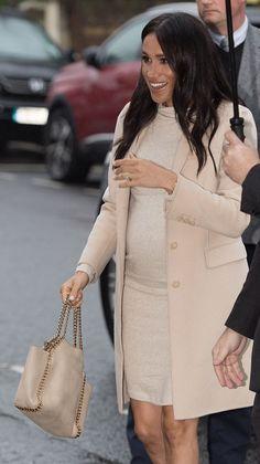 080137f8b920 The duchess of Sussex Meghan Markle wearing a Stella McCartney Spring 2019  Falabella bag.