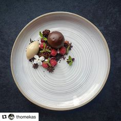 """Full 📸 of """"jaffa"""" ball with raspberries and balsamic ice cream - vastergarden Michelin Star Food, Mini Foods, Brown Butter, Plated Desserts, Food Presentation, Food Plating, Fine Dining, Food Art, Crab Apples"""