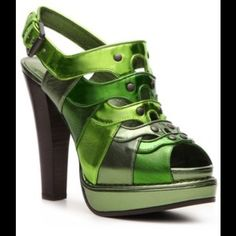 Bottega Veneta green high heel sandals. Gorgeous, mint condition, made in Italy and worn only once Bottega Veneta green high heel sandals. Size EU39, fits US8.5 and 9. Very comfortable 4 inch heels, 1 inch platform makes your legs go for miles with style 😉 Price has been reduced several times. Please, please, please No Low Ball Offers!!! Thank you! 😘 Bundle and save!👍🏻 Bottega Veneta Shoes Sandals