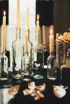 Transforme garrafas em castiçais! 1. Remova os rótulos. Coloque a garrafa (com água dentro para não flutuar) em uma panela...