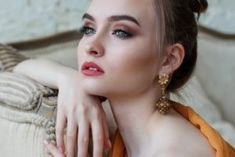 How to Dress with Effortless Style - Woman on thin ice - My best makeup list Flawless Beauty, Flawless Skin, Photo Touch Up, Caption For Girls, Glam Look, How To Get Rid Of Pimples, How To Do Makeup, Glass Skin, Makeup List
