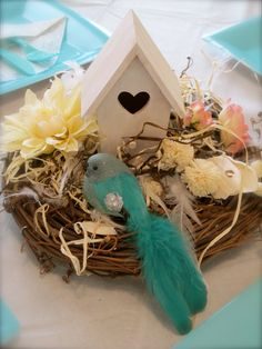 Love Bird Centerpiece pperrrfect just want to add place card holder on top with photos