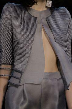 Giorgio Armani Prive haute couture ~love this textural detail Dior Haute Couture, Armani Prive, Giorgio Armani, Emporio Armani, Grey Fashion, High Fashion, Fashion Outfits, Womens Fashion, Couture Details