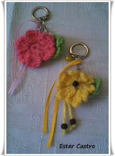 """LLAVEROS """"FLORES TEJIDAS"""" Create Your Own, Crochet Earrings, Personalized Items, This Or That Questions, Beading, Key Fobs, Tejidos, Accessories, Hipster Stuff"""
