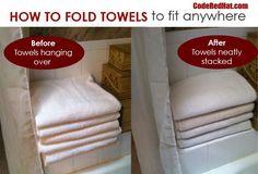 Hang Towels In Bathroom, Hanging Towels, Kitchen Towels, Linen Closet Organization, Home Organization Hacks, Organizar Closets, Konmari Method Folding, How To Fold Towels, Tidy Up