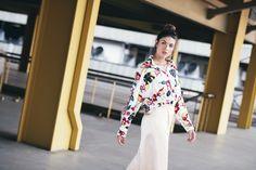 BLUSA FLORES: Camisa estampada a flores, botonadura en frente, resorte en bajo, abertura en mangas y hombros. Disponible en rosa y blanco. Kimono Top, Long Sleeve, Sleeves, Women, Fashion, Pink, Printed Shirts, Blouses, Bass