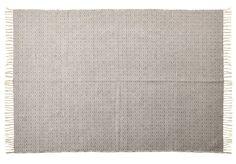Garnmatta i bomull med gåsöga-mönster. Lättplacerad och passar på många ställen i ett hem. Mattan är vändbar vilket ger lång livslängd. Finns i två olika storlekar. Komplettera med mattglidskydd.
