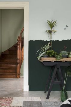 Le Vert Marin met en relief ce salon aux murs Vert Doux