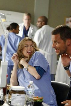 When Alex had the tick in his neck. Greys Anatomy Costumes, Greys Anatomy Episodes, Greys Anatomy Characters, Greys Anatomy Cast, Lexie Grey, Meredith Y Derek, Grey's Anatomy Merchandise, Grey's Anatomy Wallpaper Iphone, Dark And Twisty