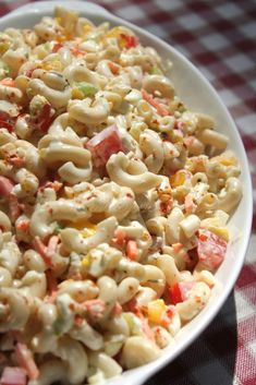 Creamy southern macaroni salad with sweet peppers, diced boiled eggs, onions, fresh tomatoes, carrot Southern Macaroni Salad, Creamy Macaroni Salad, Classic Macaroni Salad, Homemade Macaroni Salad, Macaroni Salads, Amish Macaroni Salad, I Heart Recipes, Soul Food Recipes, Simple Recipes