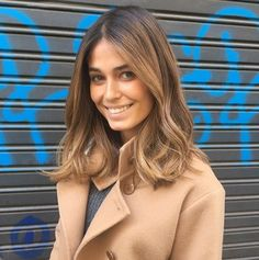 Coral Simanovich a beauty in the hands of . Coral Simanovich a beauty in the hands of ANARA ! Your BOB LONG with WAVES XXL a success! Messy Hairstyles, Pretty Hairstyles, Hairstyles 2018, Medium Hair Styles, Curly Hair Styles, Light Hair, Balayage Hair, Long Bob Balayage, Great Hair
