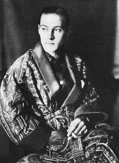Rudolph Valentino, ca. 1923. S)