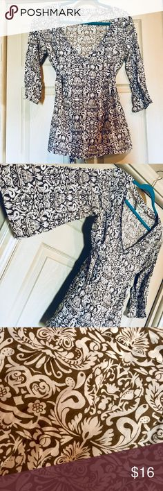Banana Republic kimono top (M) Brown and white print, kimono style top. Cotton material with built-in tie waist. Deep V neckline with flowy sleeves. Great fit! Banana Republic Tops