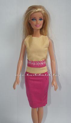 Barbie ruha: pink szűk szoknya, sárga ujjatlan felső, pink hímzett övvel./ Barbie clothes, barbie dress