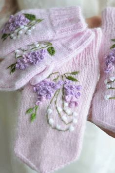 Free Warm And Cozy Mitten Patterns You Can Knit Or Crochet Patterns New 2020 - Page 4 of 30 - crochetsample. Crochet Mittens, Mittens Pattern, Crochet Gloves, Knit Or Crochet, Wool Embroidery, Silk Ribbon Embroidery, Fair Isle Knitting Patterns, Knitting Designs, Crochet Market Bag